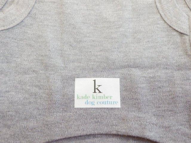 Kade Kimber メッセージTシャツ グレー Walk Me
